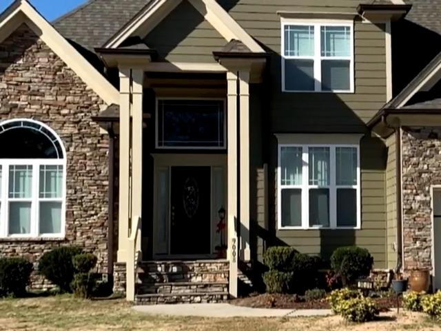 Last summer, Monica Laliberte reported on a homeowner's struggles with her builder to get her bowed and warped front columns on the front of her home repaired.