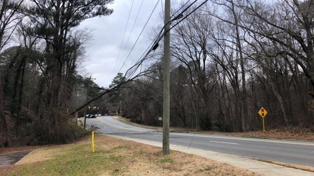 100 lose power after tree falls on Estes Drive in Chapel Hill