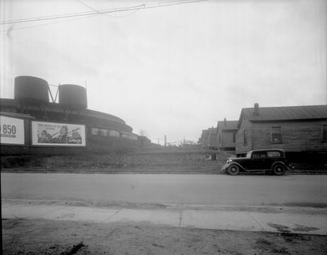 Part of the Smoky Hollow neighborhood in 1948, with the Seaboard Station train roundhouse visible in the background. Courtesy of the State Archives of North Carolina.