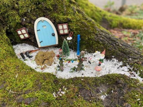 A year-round wonter winderland decorates this fairy door