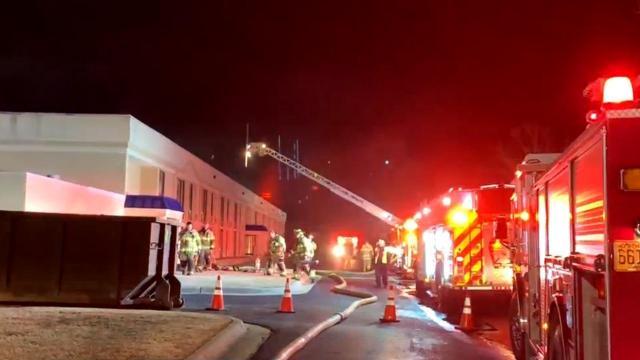 Man breaks Fayetteville hotel window to help couple escape from fire