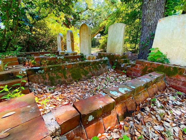 Old Burying Ground: This 300-year-old cemetery is one of the oldest in NC<br/>Photographer: Heather Leah