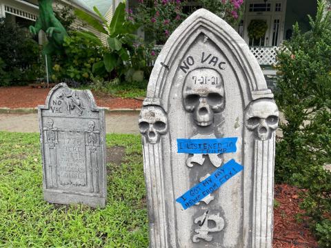 'No vax' tombstone on Oakwood Avenue