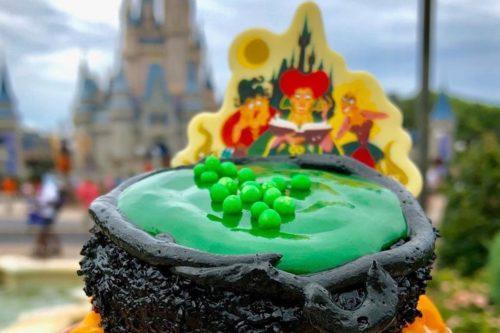 Disney World Has A 'Hocus Pocus' Cupcake That Has So Many Details (Simplemost Photo)