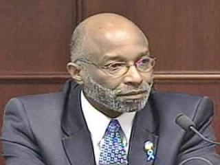Former state Rep. Thomas Wright testifies during his criminal fraud trial on April 3, 2008.
