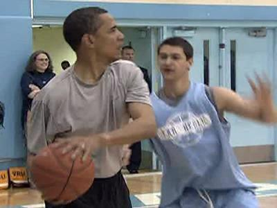 Democratic presidential candidate Barack Obama fends off pressure while scrimmaging with UNC basketball players.