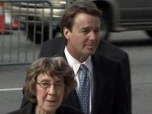 John Edwards walks into courthouse with mother