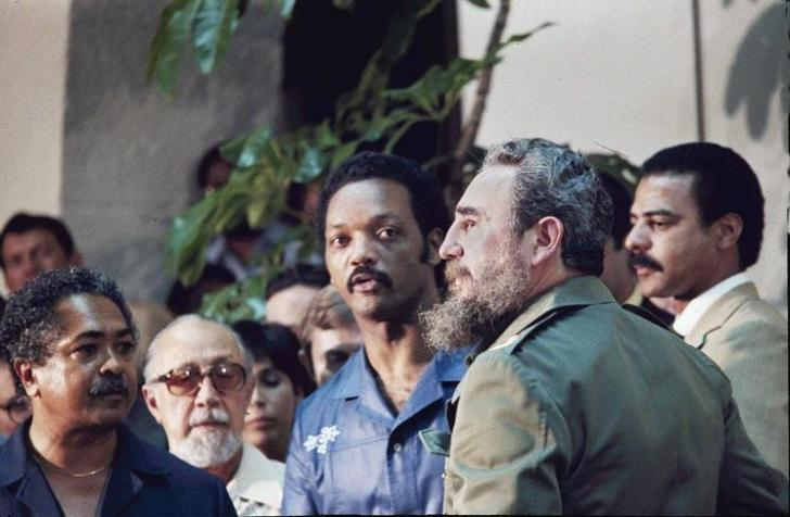 Cuban Premier Fidel Castro, right, and Rev. Jesse Jackson, center, are seen after a marathon meeting at Havana's National Palace, June 27, 1984, resulting in the announcement of the release of 22 Americans from Cuban jails.  Others are unidentified. (AP Photo/Charles Tasnadi)