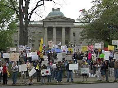 Protesters criticize government spending at tax day tea parties