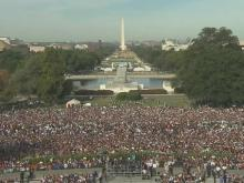Crowd gathers on national lawn for Pope's address to Congress