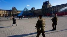 IMAGES: Locals, tourists work to regain sense of normalcy in Paris