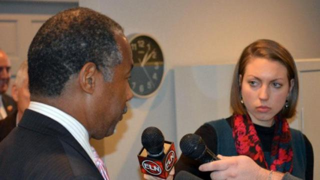 Elon University student Ashley Bohle interviews Republican presidential candidate Ben Carson as he campaigns in Iowa on Jan. 11, 2016.