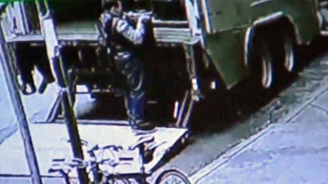Police: Thief stole 86 lb. bucket of gold flakes worth $1.6M