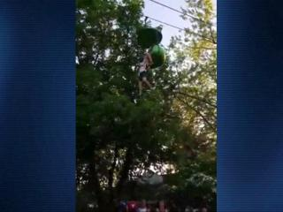 RAW: Crowd catches teen who falls from ride at Six Flags