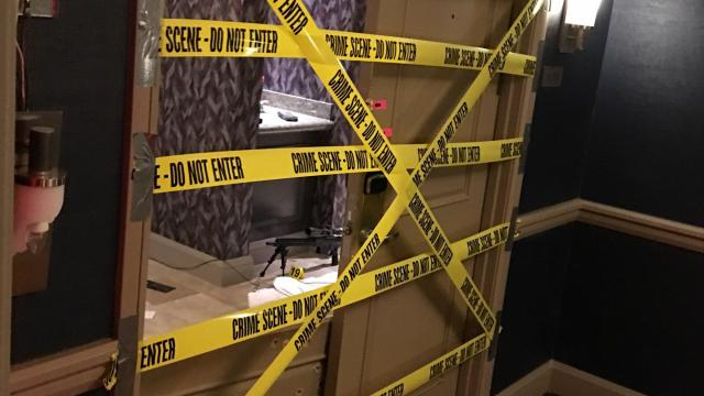 EXCLUSIVE: October 3, 2017 - Las Vegas, Nevada, United States: Scenes from inside the Mandalay Bay Resort and Casino on the Las Vegas Strip. Caution tape line the doors of the gunman's suite on the 32nd floor of the hotel. Fifty-eight people were killed and 515 others injured after a gunman opened fire on Oct. 1 at night during a country music festival across the street from the Mandalay Bay Resort and Casino on the Las Vegas Strip. (Bild Exclusive / Polaris) ///