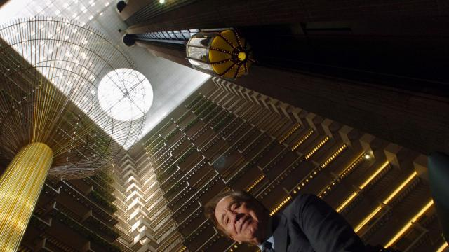 FILE — John Portman in the lobby of the Hyatt Regency hotel, which he designed, in Atlanta, May 31, 2006. Portman, the architect and developer who revolutionized hotel designs with soaring futuristic atriums, built commercial towers that revitalized the downtowns of decaying postwar American cities and transformed Asian skylines from Shanghai to Mumbai, died Dec. 29, 2017, at the age of 93. (Erik S. Lesser/The New York Times)