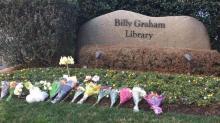 IMAGES: Photos: Nation mourns beloved evangelist Billy Graham