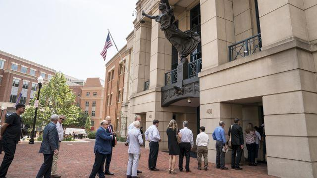 A line to enter the Albert V. Bryan United States Courthouse, where Paul Manafort's trial is taking place, in Alexandria, Va., Aug. 7, 2018. Manafort, the former campaign chairman for President Trump, is being tried on charges of bank and tax fraud in a case stemming from the special counsel's investigation. (Erin Schaff/The New York Times)