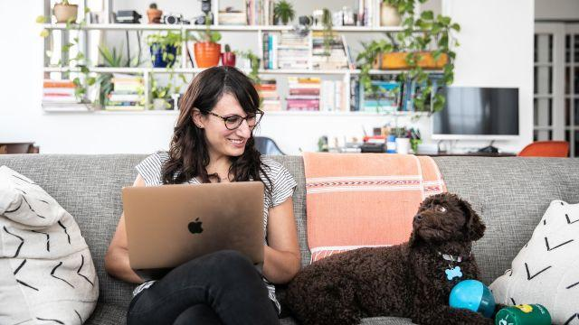 Jessica Bennett, the gender editor for The New York Times, sits with her dog, Charlie, in Brooklyn, Aug. 17, 2018. When it comes to tech, Bennett needs gadgets that allow her to diversify reporting subjects, monitor how many times she gets interrupted and manage her dog's Instagram. (Jeenah Moon/The New York Times)