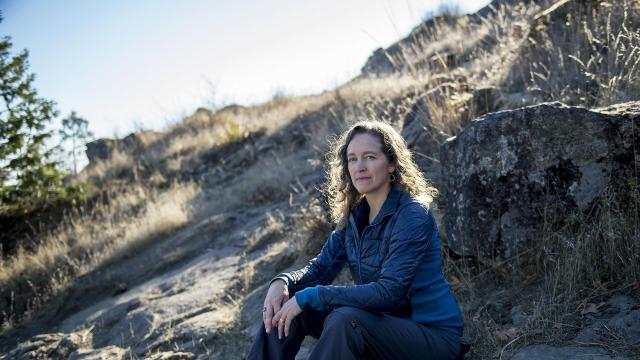 Julia Olson of the legal nonprofit Our Julia Olson on a hike near Eugene, Ore., Oct. 17, 2018. Olson is slated to argue a landmark federal lawsuit against the Trump administration on behalf of 21 plaintiffs, ages 11 to 22, who are demanding that the government fight climate change. (Amanda Lucier/The New York Times)