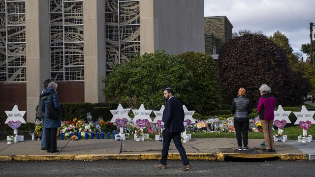 Mourners visit a makeshift memorial outside the Tree of Life Congregation, where 11 people died at the synagogue during a shooting rampage, in Pittsburgh, Oct. 29, 2018. Survivors and relatives of the victims were still struggling to come to terms with the enormity of the loss as the suspect prepared to face court for the first time on Monday. (Michael Henninger/The New York Times)