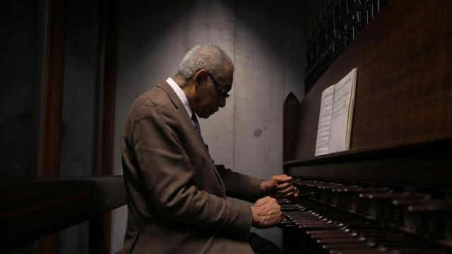 FILE — Dionisio Lind plays the carillon atop the Riverside Church, the world's heaviest, in Manhattan, Jan. 18, 2015. Credited as being the first professional black carillonneur in the world, Lind was the hand behind church bells that rang out across Manhattan for more than a half-century. He died in New York on Oct. 10, 2018, at age 87. (Michael Appleton for The New York Times)
