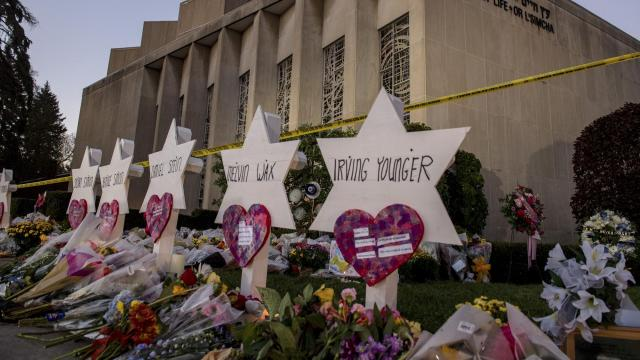A memorial set up at the Tree of Life synagogue in Pittsburgh, Oct. 30, 2018. Many Jewish leaders are encouraging Jews and non-Jews alike to attend services on Friday night or Saturday, spreading the hashtag #ShowUpForShabbat across social media as an invitation to all. (Hilary Swift/The New York Times)