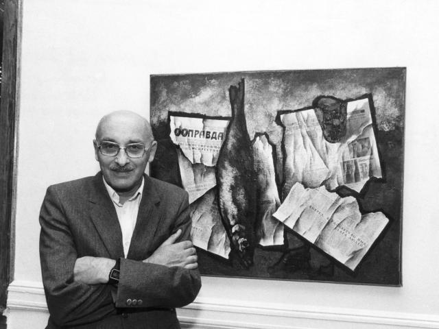 FILE -- Oskar Rabin, a Soviet dissident artist, at the CASE Museum of Russian Contemporary Art, where some of his paintings were on exhibit, in Jersey City, N.J., Oct. 19, 1984. Rabin, a painter who was at the center of a group of dissident artists who defied the Soviet authorities in the 1960s and '70s, died on Nov. 7, 2018, in Florence, Italy. He was 90. (Ruby Washington/The New York Times)