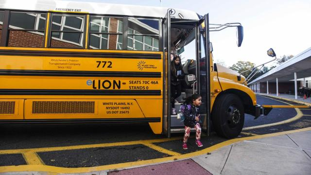 An electric school bus drops children off at Ridgeway Elementary School in White Plains, N.Y., Oct. 30, 2018. The school district's pilot program relies on a state grant and a partnership with the local electric utility. (Bryon Smith/The New York Times)