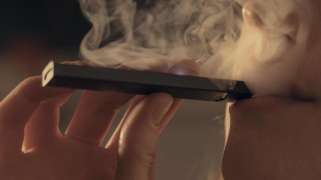 FILE — A Juul vape device in New York, April 4, 2018. Senate Majority Leader Mitch McConnell (R-Ky.) said that he plans to sponsor legislation to raise the minimum age to 21 for the purchase of tobacco and e-cigarettes. (Caroline Tompkins/The New York Times)