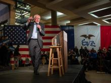 Sanders Seizes Lead in Volatile Iowa Race, Times Poll Finds