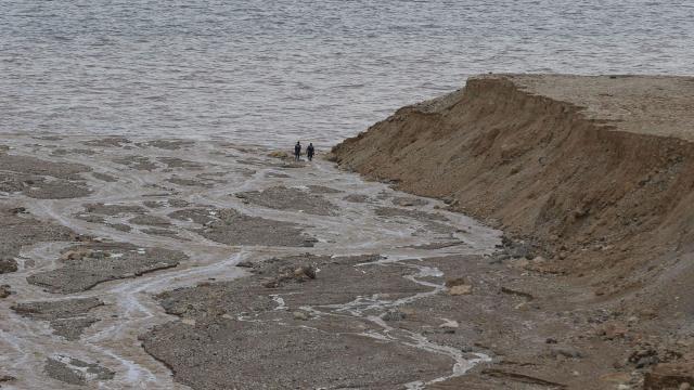 Flash floods in Jordan kill at least 9