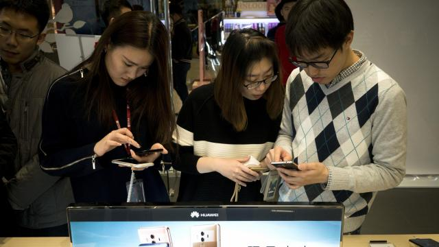 FILE -- Customers try out the new Mate 10 and Mate 10 Pro smartphone in a Huawei store in Beijing, Nov. 15, 2017. The detention of Meng Wanzhou, the company's chief financial officer, is likely to escalate tensions between the United States and China just as their trade tensions had begun to thaw. (Giulia Marchi/The New York Times)