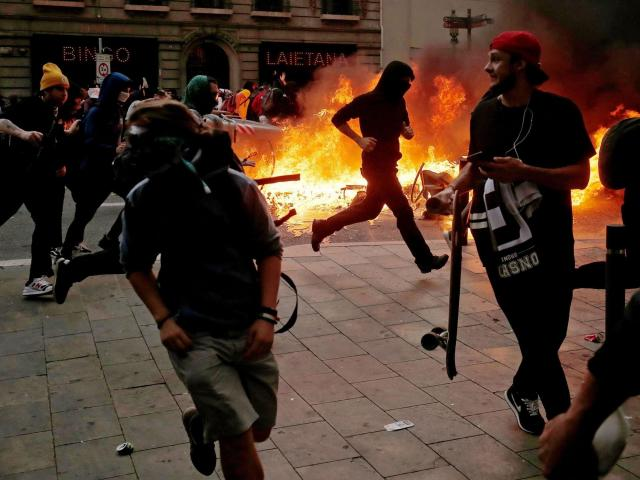 Pro-independence protesters in fiery clashes with police in Barcelona
