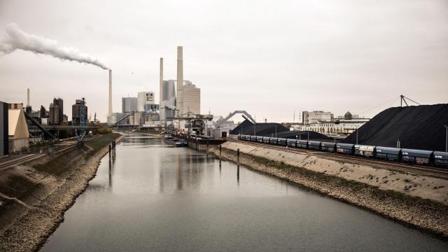 FILE -- A coal-fired power plant in Mannheim, Germany, Oct. 28, 2018. Germany has enshrined its fight against climate change into law in a bid to meet its targets under the Paris Agreement, approving a raft of measures including a $60 billion spending package, a fee system for carbon emissions and taxes to make flying more expensive. (Gordon Welters/The New York Times)