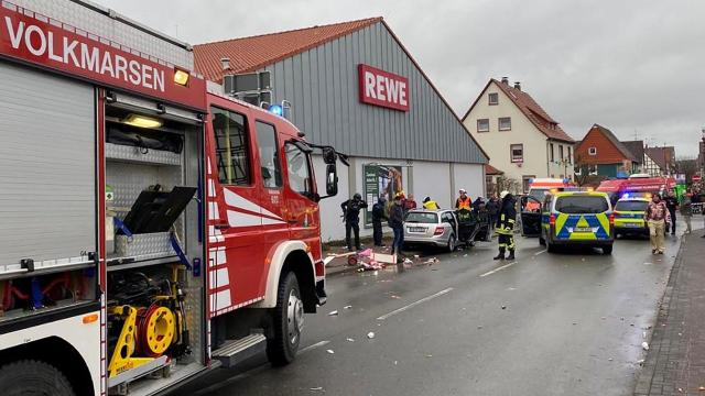 Car 'intentionally' plows into carnival crowd in Germany