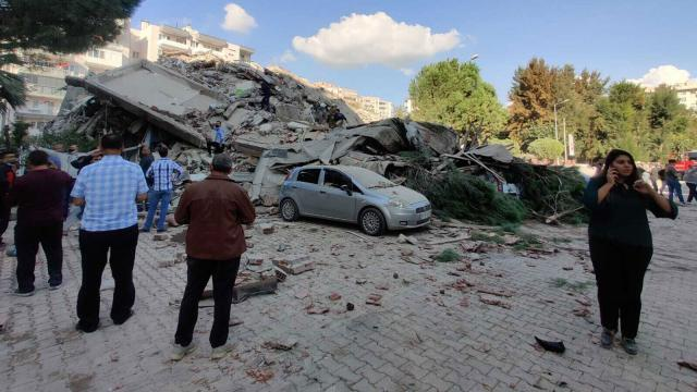 Powerful earthquake jolts Turkey, killing at least four