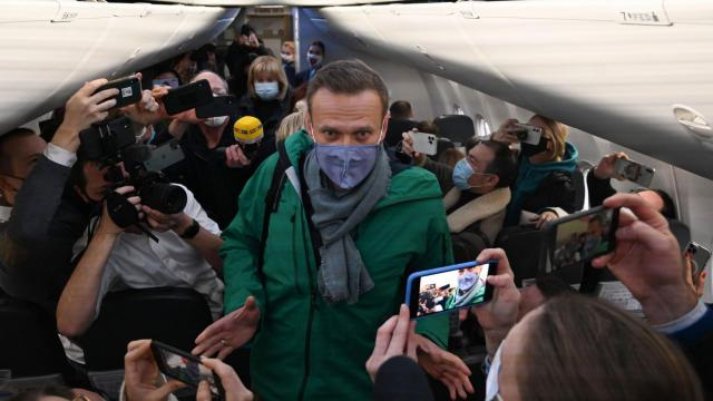 Alexey Navalny returns to Russia five months after being poisoned
