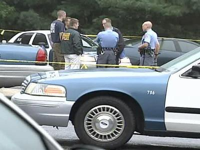Officers on the scene of a shooting at 5951 Shade Tree Lane in Raleigh on Oct. 17, 2008.