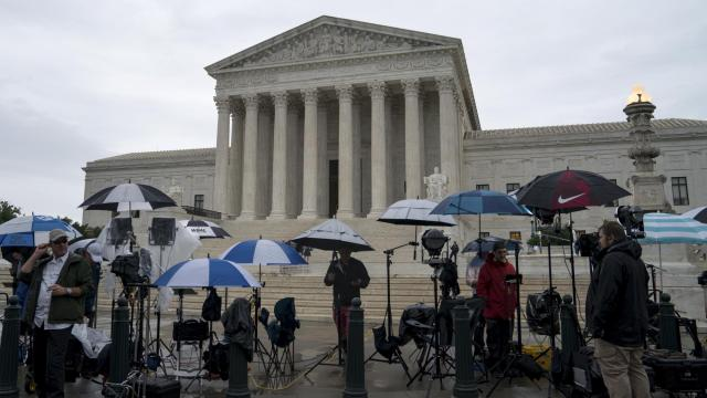 Television news crews wait for decisions outside the U.S. Supreme Court, in Washington, June 22, 2018. The court passed up an opportunity on June 25 to take another look at whether the Constitution bars extreme partisan gerrymandering, returning a case from North Carolina to a trial court there for a further examination of whether the challengers had suffered the sort of direct injury that would give them standing to sue. (Erin Schaff/The New York Times)