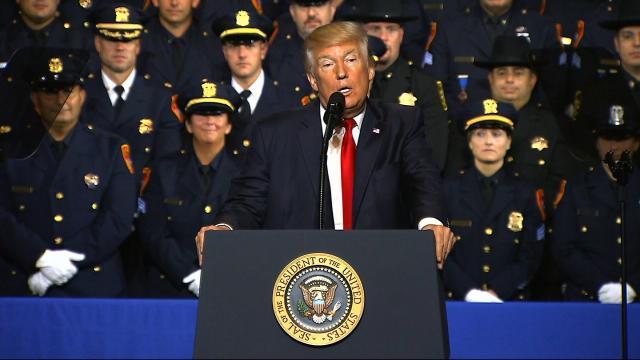 Trump addresses police chiefs in Florida
