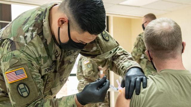 Pentagon close to reaching agreement to provide around 450,000 Covid-19 vaccinations a day if they're available