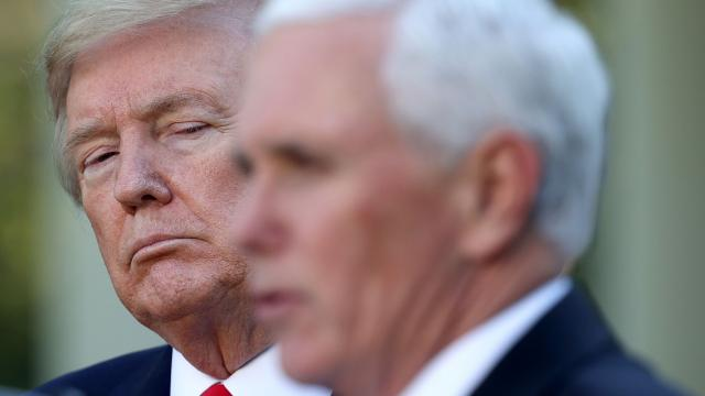 Pence speaks highly of Trump in meeting and plans to launch a political group