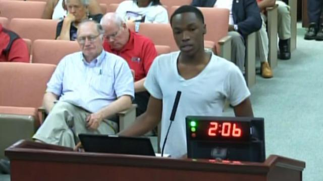 Ravon Jordan addresses the Fayetteville City Council on May 12, 2014, about violence in the city and at a crime-ridden apartment complex.