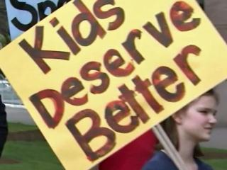 Teachers call on lawmakers to relax class size requirements