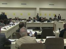 House panel looks at breaking up school districts