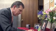 Cooper signs Binker condolence book