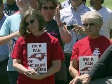 Lawmakers, state officials rally at Duplin hog farm