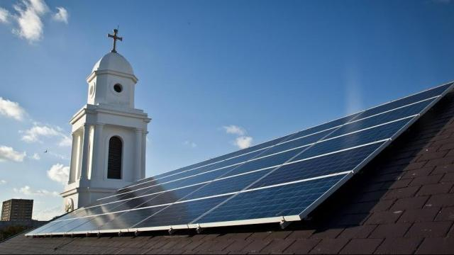 An financing arrangement for a Greensboro church's rooftop solar panels challenges North Carolina's longstanding ban on third-party electricity sales.