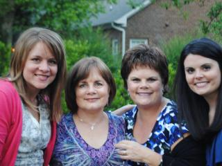 Sisters with their beautiful daughters! I love you ladies!!